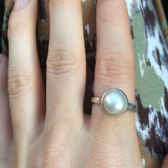 Sundance Jewelry - Sterling Silver Mother of Pearl Circle Ring